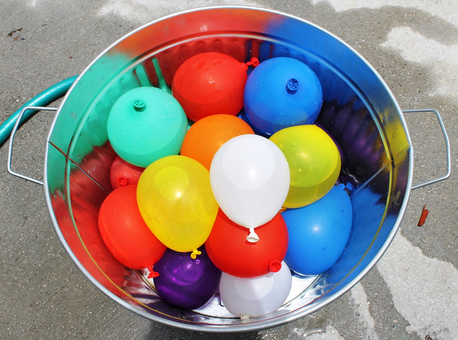 Water Balloon Bucket Clipart - Clipart Kid