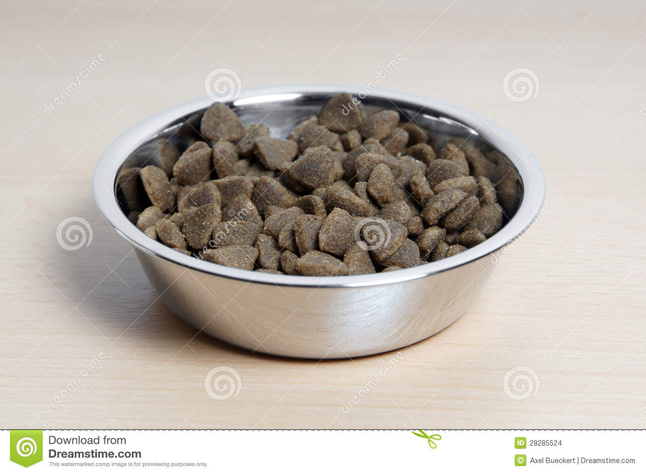 Dry Cat Food Stock Images   Image  28285524