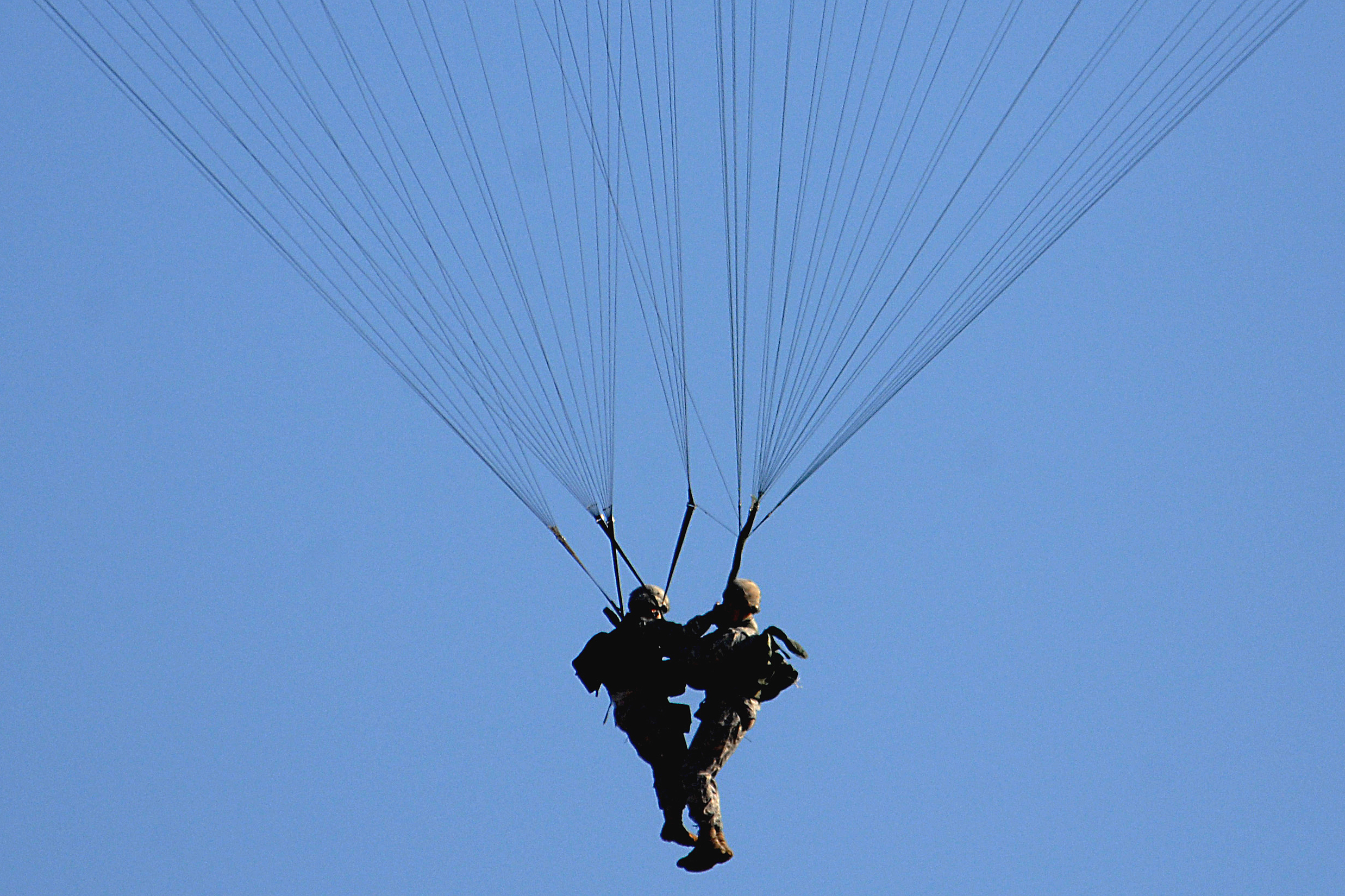 Domain Image  Army Soldiers With Tangled Parachutes Drop To The Ground