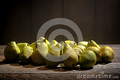 Green Pears On Old Country Farm Stand Wood Table Royalty Free Stock