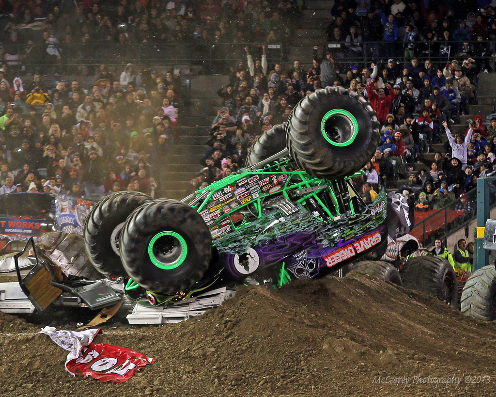 Anderson S Grave Digger Monster Truck Rollover In Anaheim     Photos
