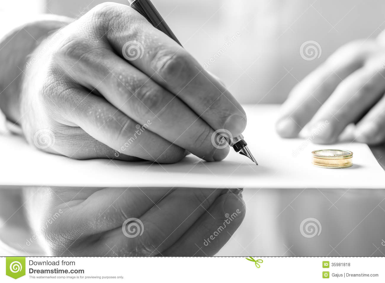 Signing Divorce Paper Royalty Free Stock Photos   Image  35981818