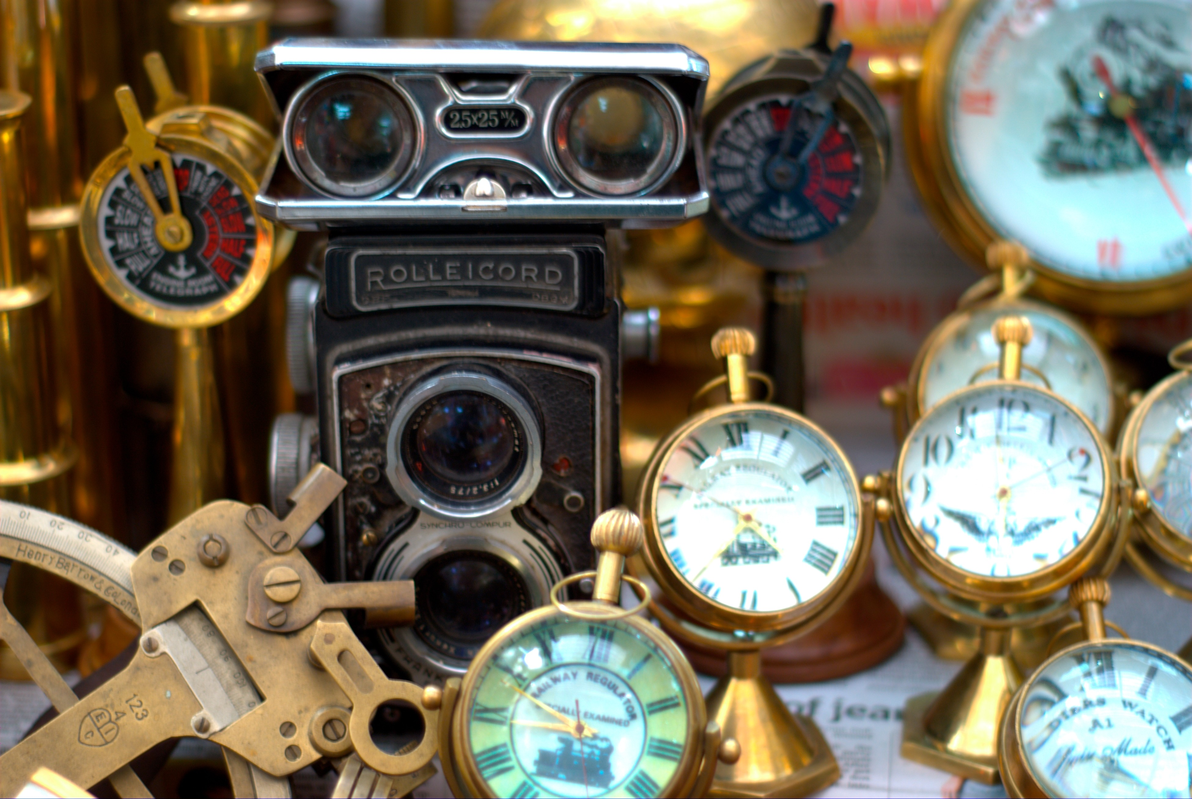Description Antiques Being Sold On Colaba Causeway Jpg