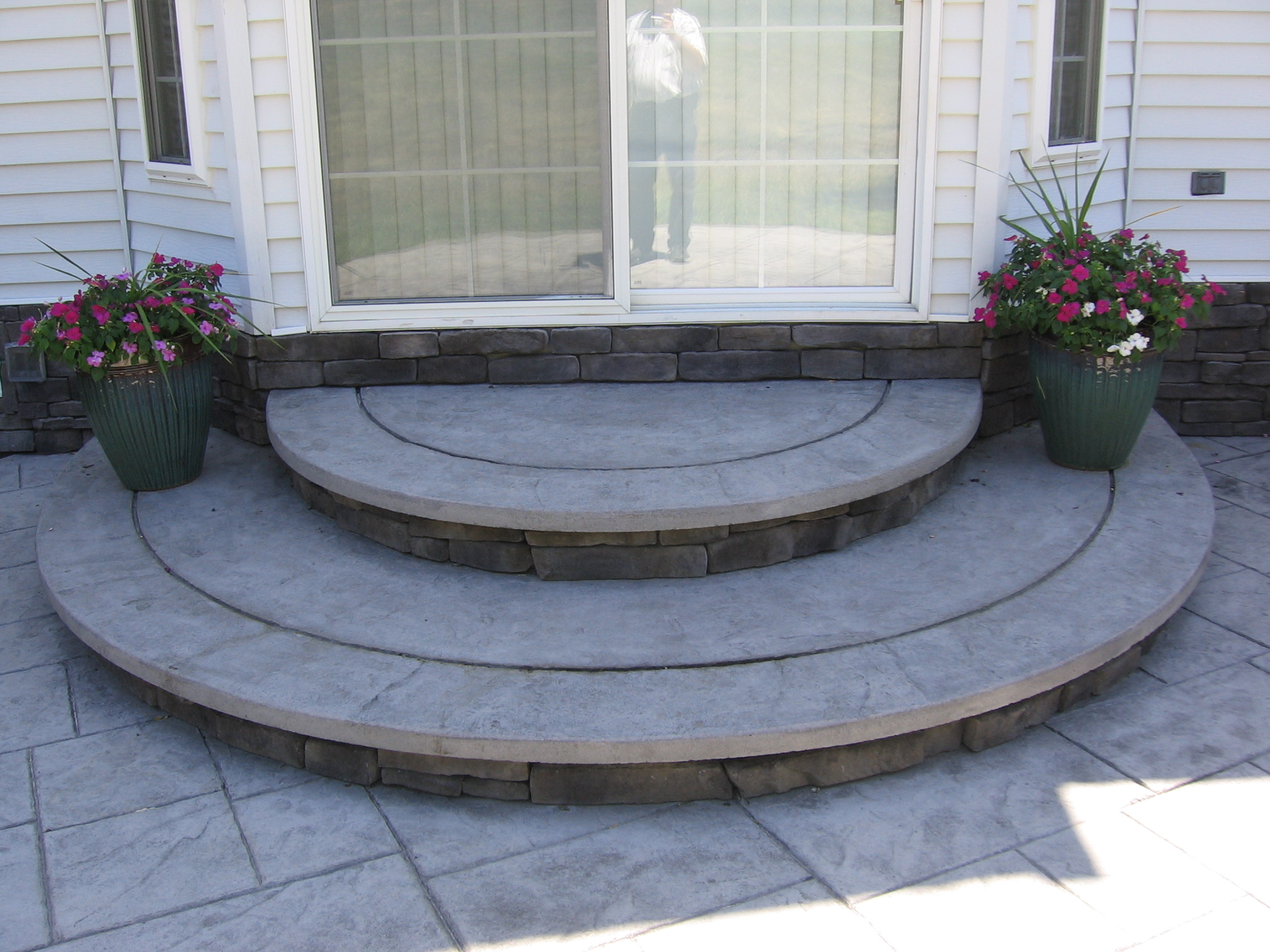 Viewing     Images For  Concrete Patios With Steps