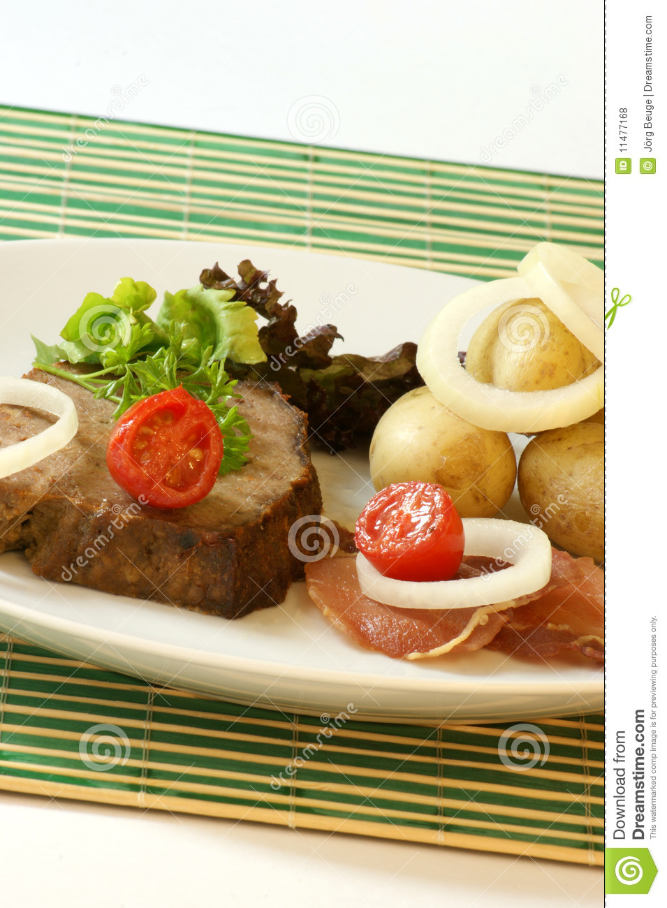 Sliced Meat Loaf With Organic Vegetable Royalty Free Stock Photos