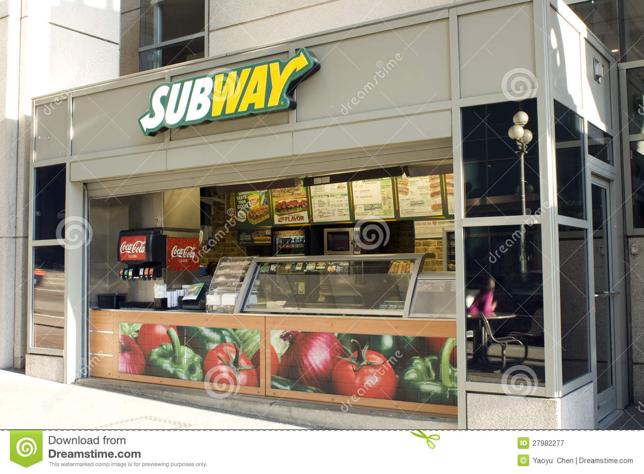 subway restaurant marketing mix Transcript of subway marketing mix by christelle and beatriz subway's marketing mix threats swot analysis subway restaurant is one of the leading submarine sandwich.