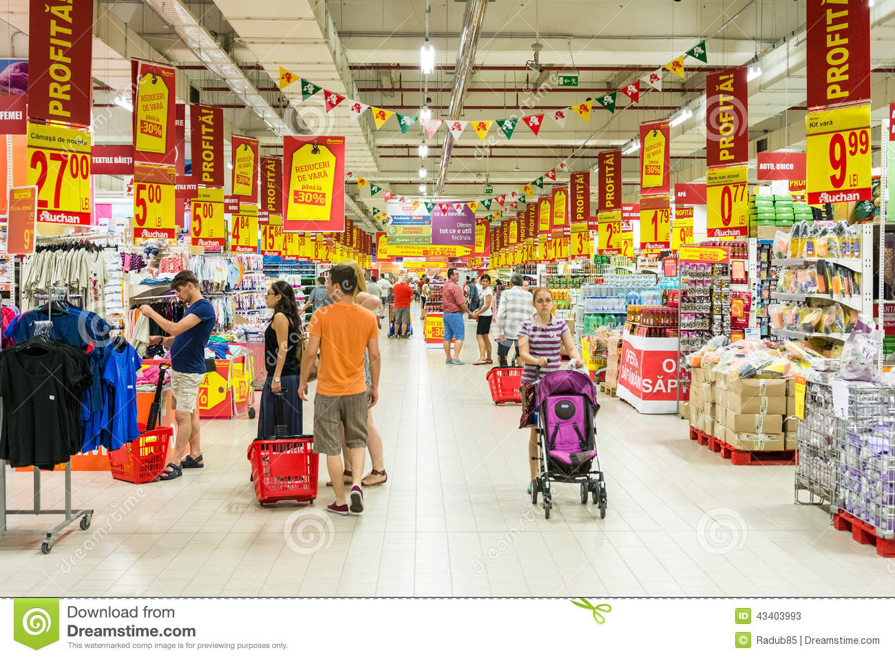 Romania   August 10 2014  People Shopping In Supermarket Store Aisle