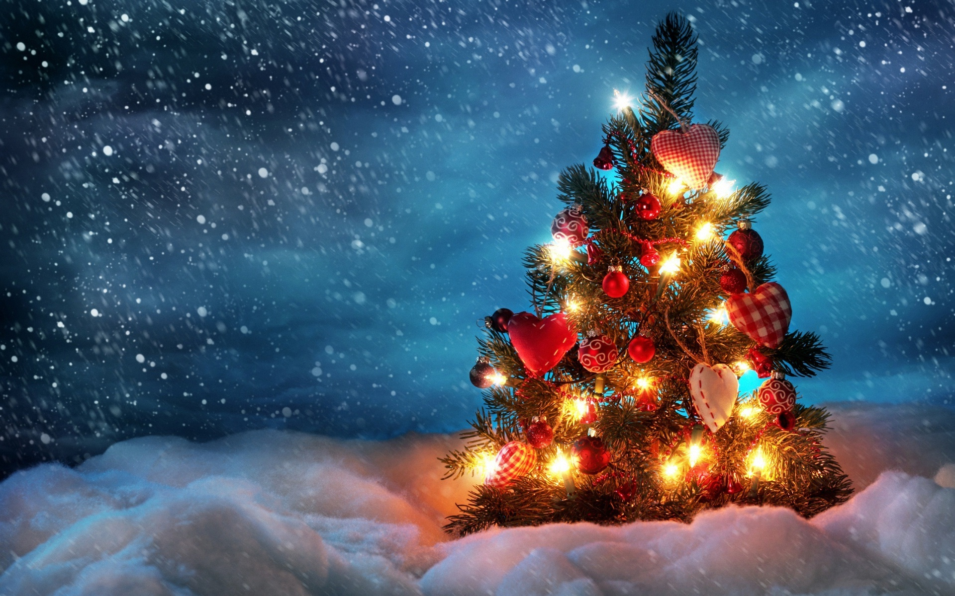2014 Beautiful Christmas Tree   Wallpaper High Definition High