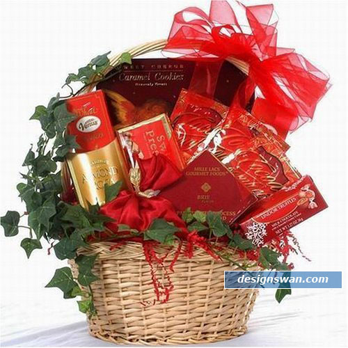 20 Beautiful Gift Baskets For Christmas   Design Swan