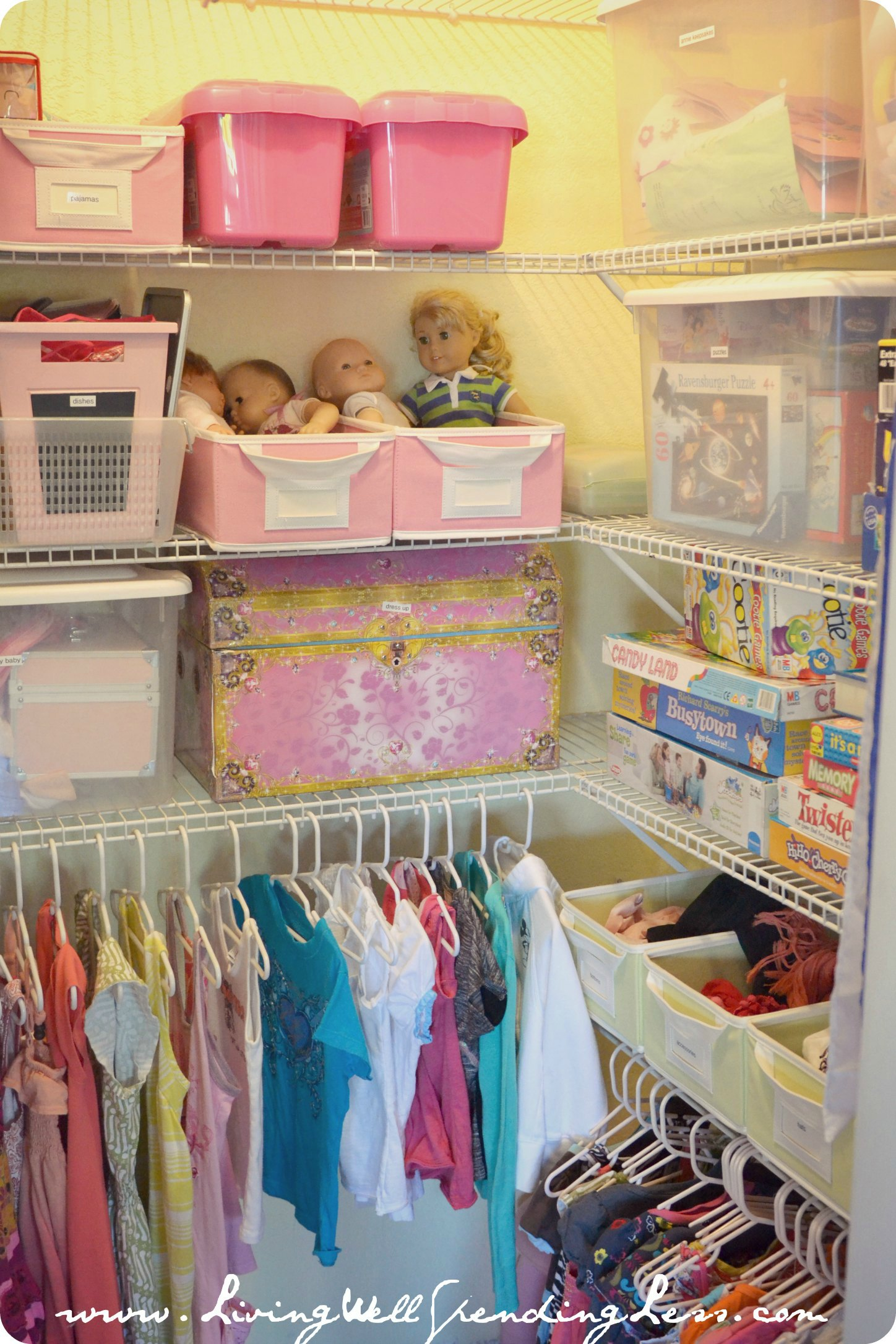 Organized cleaning closet clipart clipart suggest for Organized kids rooms