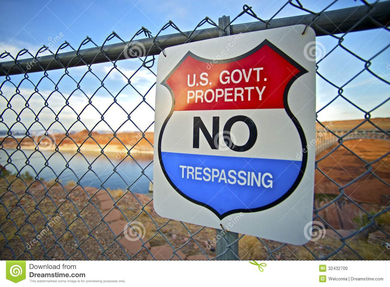 No Trespassing Us Government Property Warning Sign On Fence
