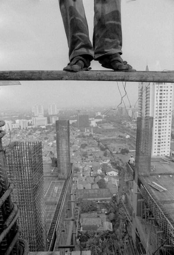 Working At Height   Risky Jobs Photos
